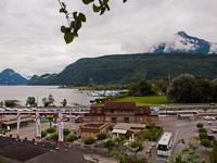 Alpnachstad állomás, a háttérben a Vierwaldstätterseevel