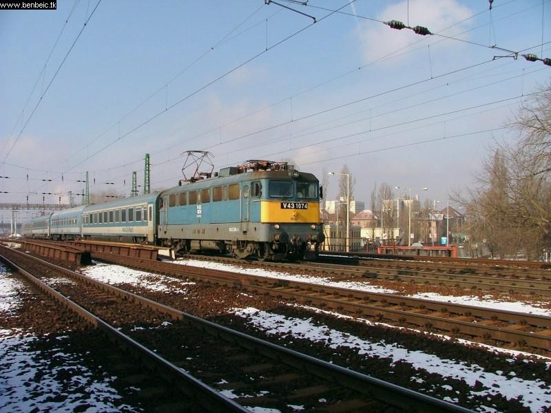 V43 1074 Ferencvárosnál fotó