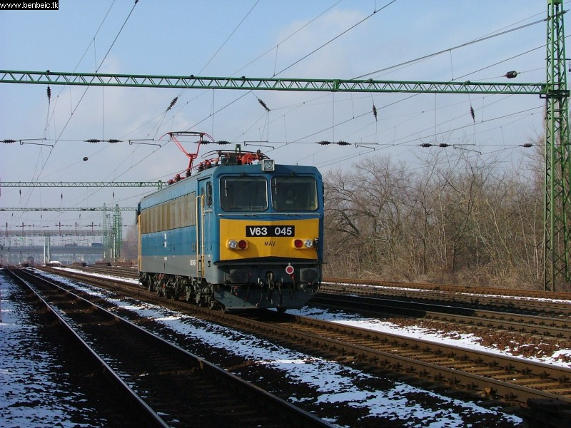 V63 045 Ferencvárosnál fotó