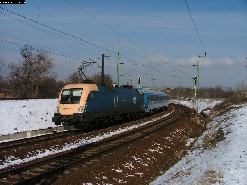 1047 006-0 a Keleti és Fradi között fotó