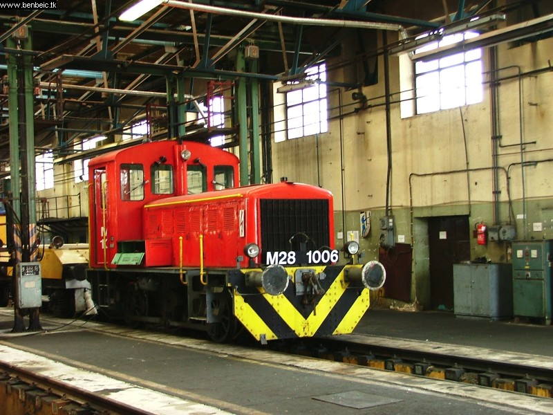 The M28 1006 in the Ferencváros diesel engine shed photo