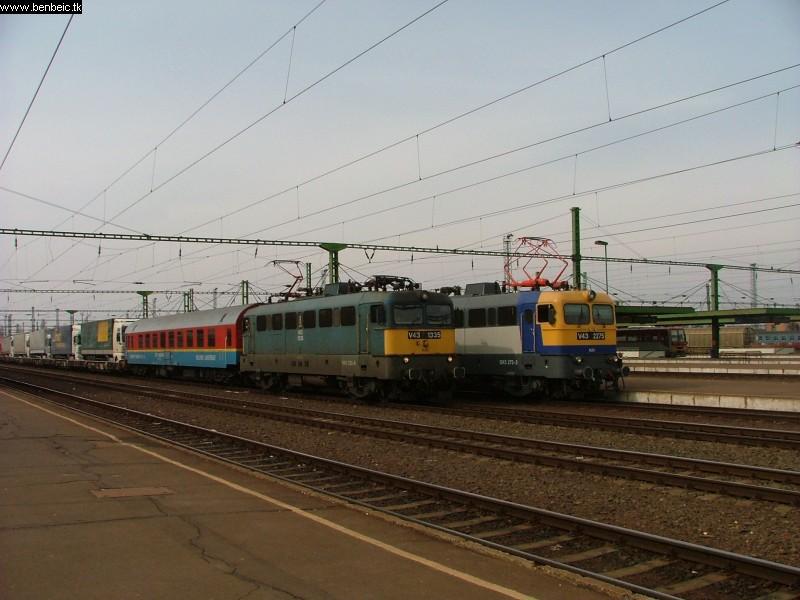 V43 1335 és 2275 Szolnokon fotó