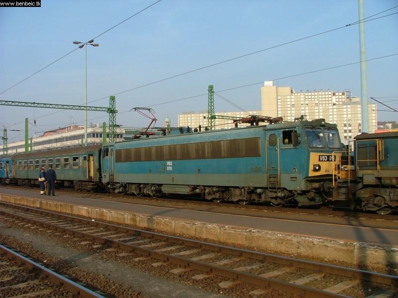 V63 018 a Déli pályaudvaron fotó