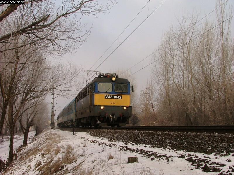V43 1042Rákosligetnél fotó