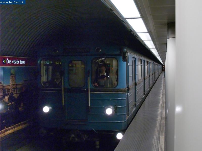 Metró a Batthyány téren fotó