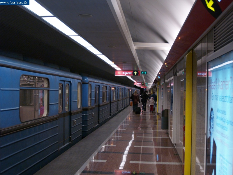 Metró a Déli pályaudvaron fotó