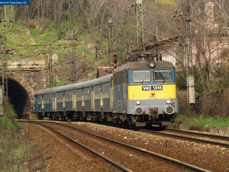 Van azért itt vonat, csak ki kell várni! fotó