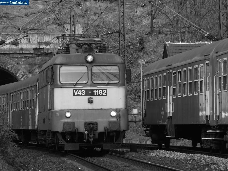 V43 1182 az alagútnál fotó