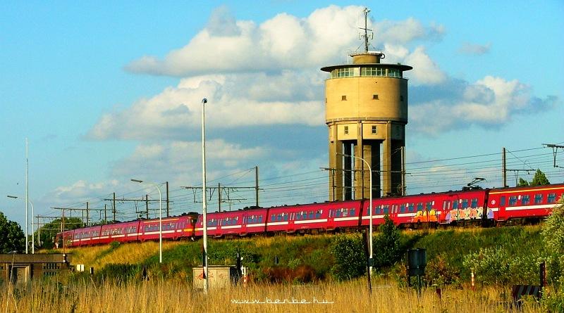 AM70 sorozatú elõvárosi motorvonat Gent mellett fotó