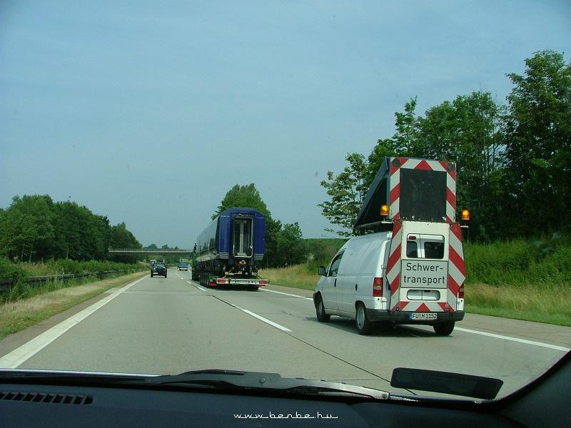 Motorvonat közúti szállítása fotó