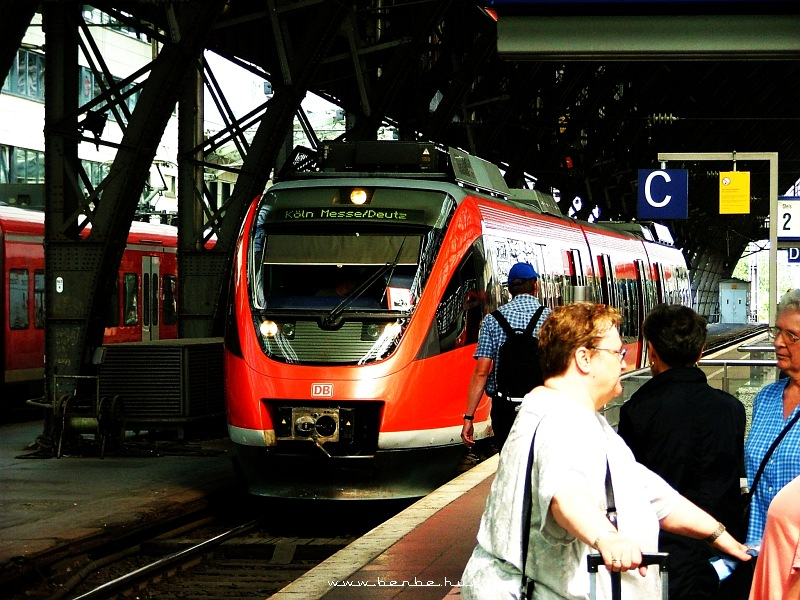 Dízel elektromos Talent (644 sorozat) Kölnben fotó