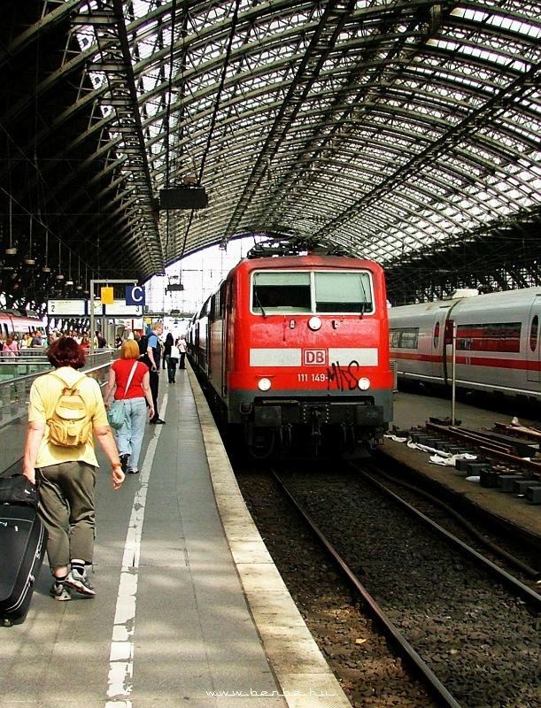 111 149-1 Kölnben emeletes vonattal fotó