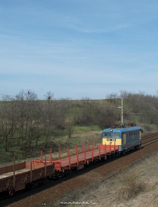 V43 1232 Baracskánál fotó