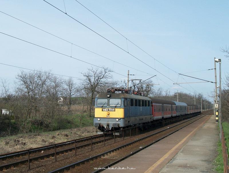 V43 1117 Baracskánál fotó