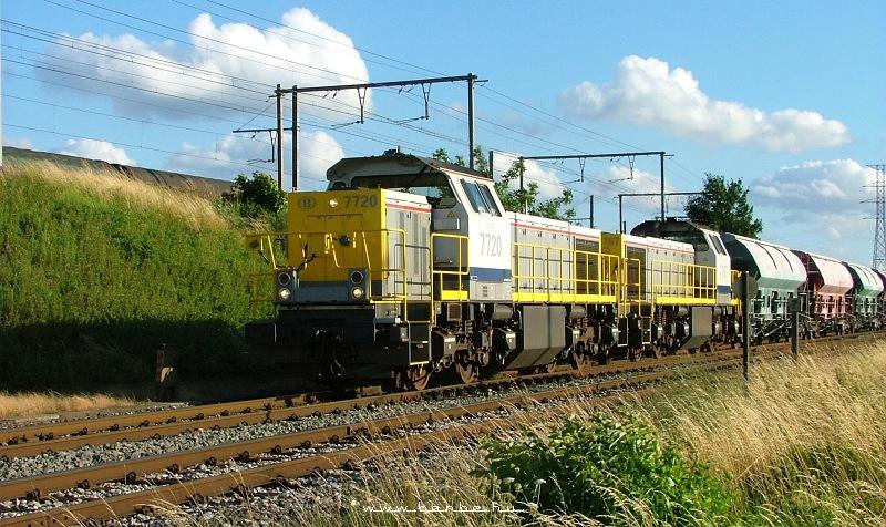 A Belga Vasút 7720 pályaszámú MaK gyártmányú tolatómozdonya Gent kikötõje közelében fotó