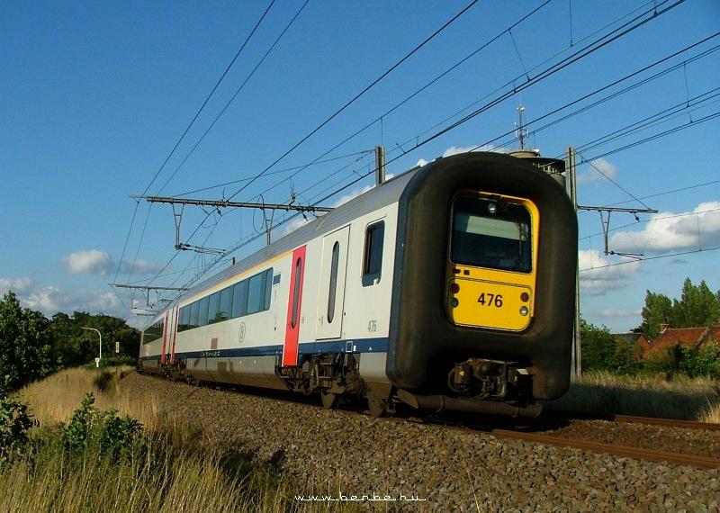 A 476-os számú gumiorrú IC-vonat Gent közelében fotó