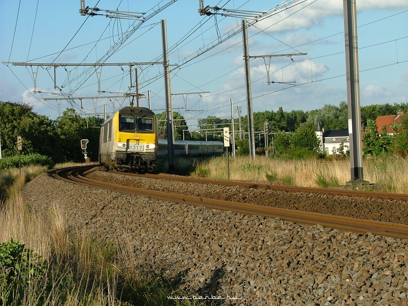 A 1317-es Astride által vontatott IC Gent-Hafennél fotó