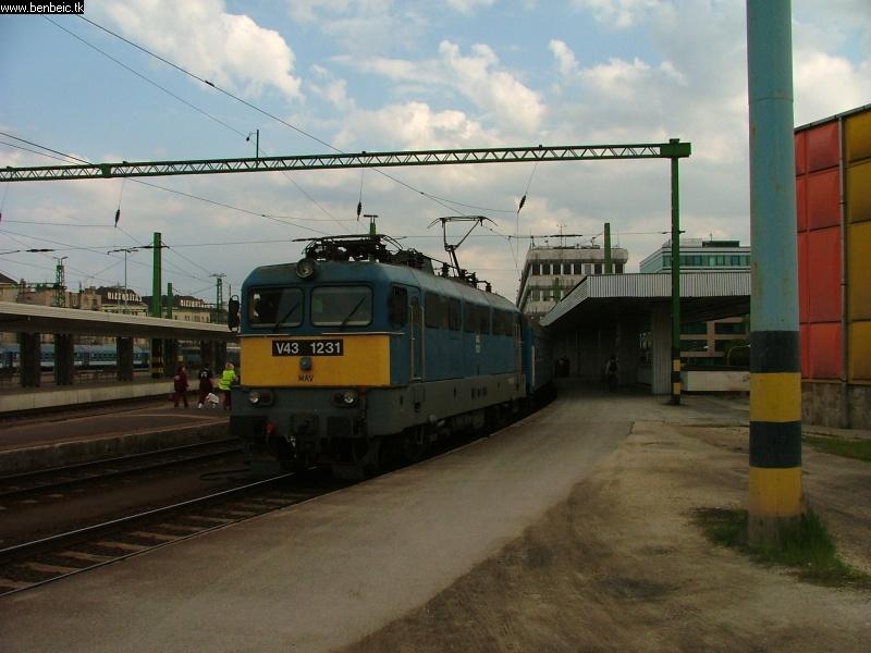 A vonat ( V43 1231 ) fotó