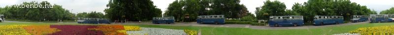 Azt hiszem ez a kép mindent visz: körpanoráma a Margit szigeten rengeteg kék és ezüst nyíl Ik 260 városi autóbusszal fotó