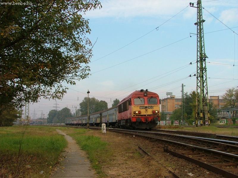 M41 2103 Kõbánya-Kispest állomáson fotó