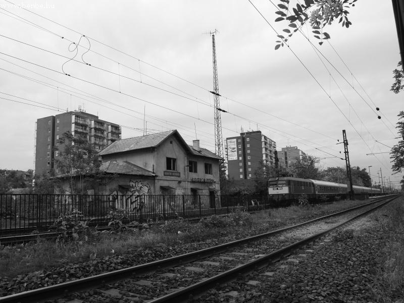V43 1070 Budafok-Belváros kísérteties megállójában fotó