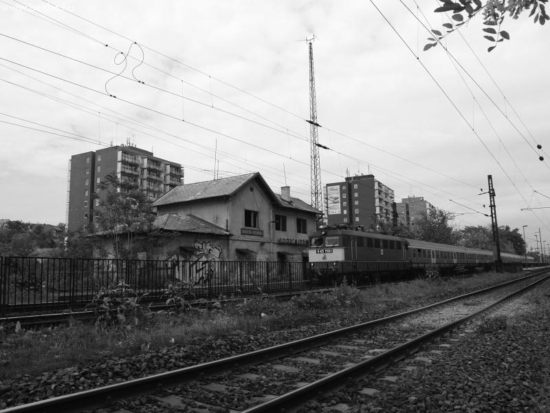 V43 1151 Budafok-Belváros kísérteties megállójában fotó