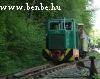 Az elsõ vonat elindult, biztonságos távolba követi a másik