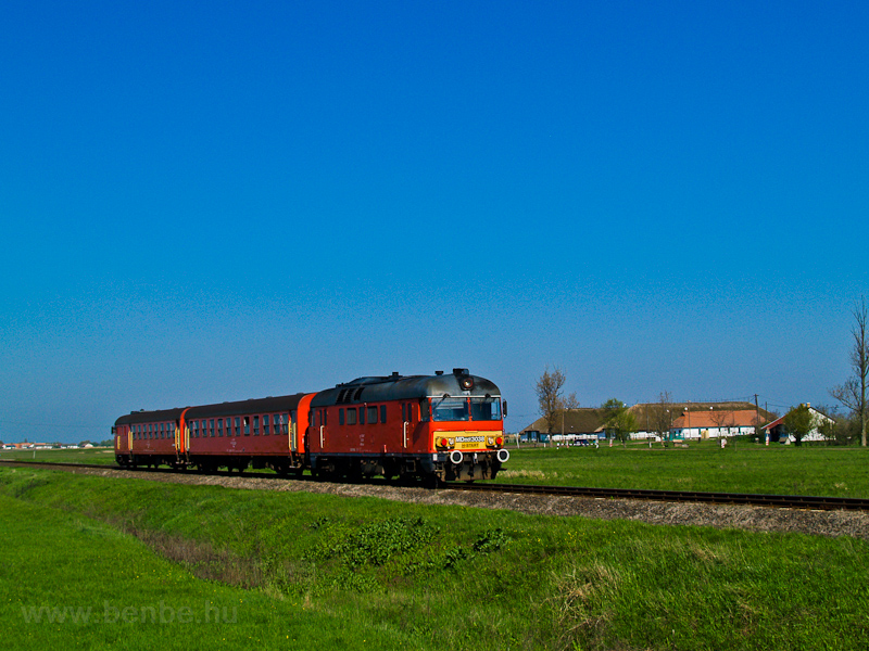 The MÁV-START MDmot 3038 seen between Hortobágyi halastó and Hortobágy photo