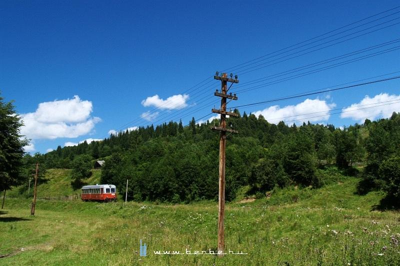 A 905-ös pályaszámú Malaxa sínbusz Vatra Moldovitei és Dragosa között fotó