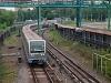 Egy sötétkék (hármas vonali) 81-740 érkezik Kuncevszkaja állomásra (Кунцевская)