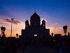 A Nap éppen a moszkvai Megváltó Krisztus székesegyház középvonalában nyugszik le