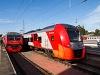 A RŽD ED4M 0424 és az ESz1 008 Lasztocska Szentpétervár Finlandjszkíj pályaudvaron