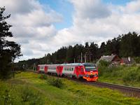 A RŽD DT1 009 Razjezd 144 km és Luga között egy Pszkov - Szentpétervár <q>zónázó</q> vonattal