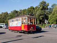 1927 és 1935 között gyártották az MS típusú villamosokat, ebből a 2575-öst sikerült elkapni nosztalgia-járaton Szentpétervár egy parkos részén