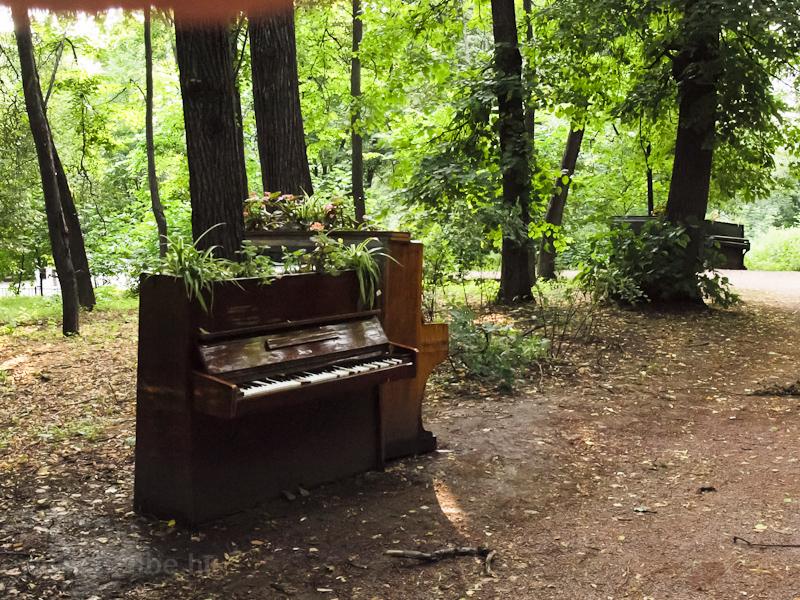 Zongorák a Gorkíj-parkban fotó