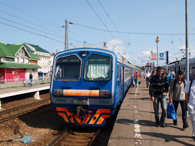 Az ED4M-0250 Szergijev Poszád állomáson fotó