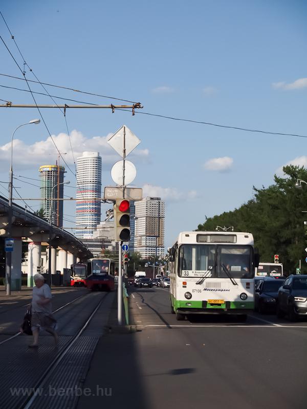 Trolibusz és villamosok a V fotó