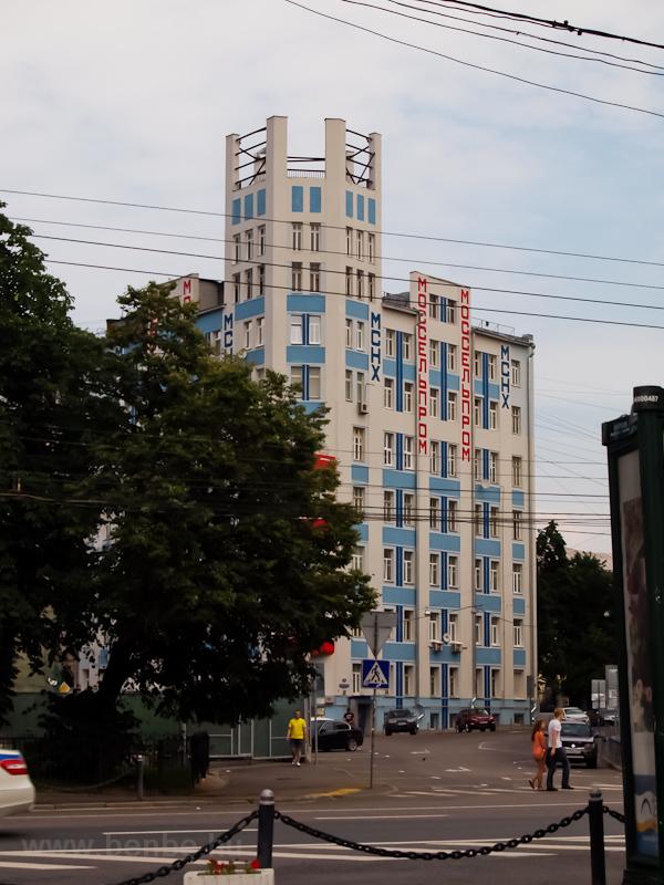 Hogy mi ez a ház? Állítólag Moszkva legrégebbi modern épülete. Hát nem érdemes a kitüntető címre. fotó