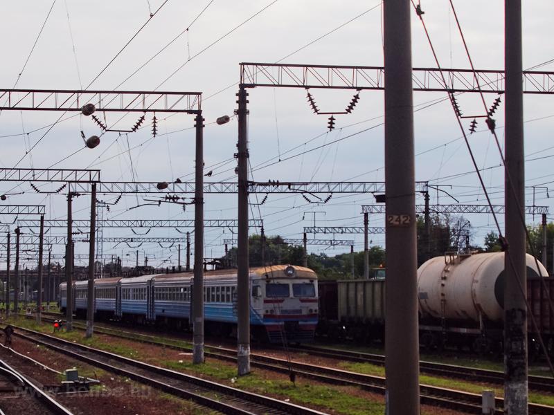 Az UŽ ER9M-559 Nyizsin állomáson fotó