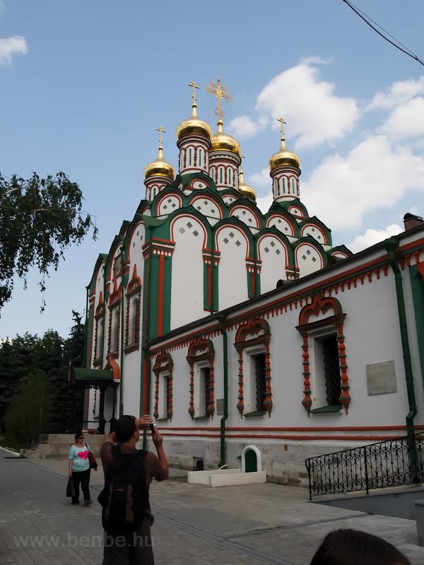 Templom a Park Kultúrí állomás közelében fotó