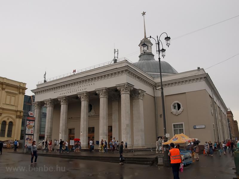A metrócsarnok a Komszomols fotó