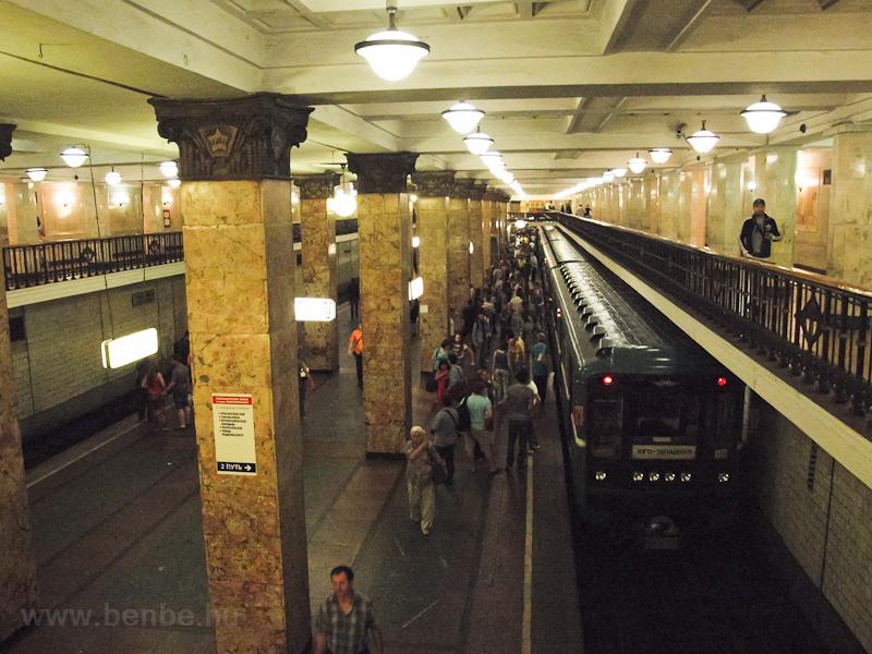 A class 81-717 metro at Komsomolskaya photo