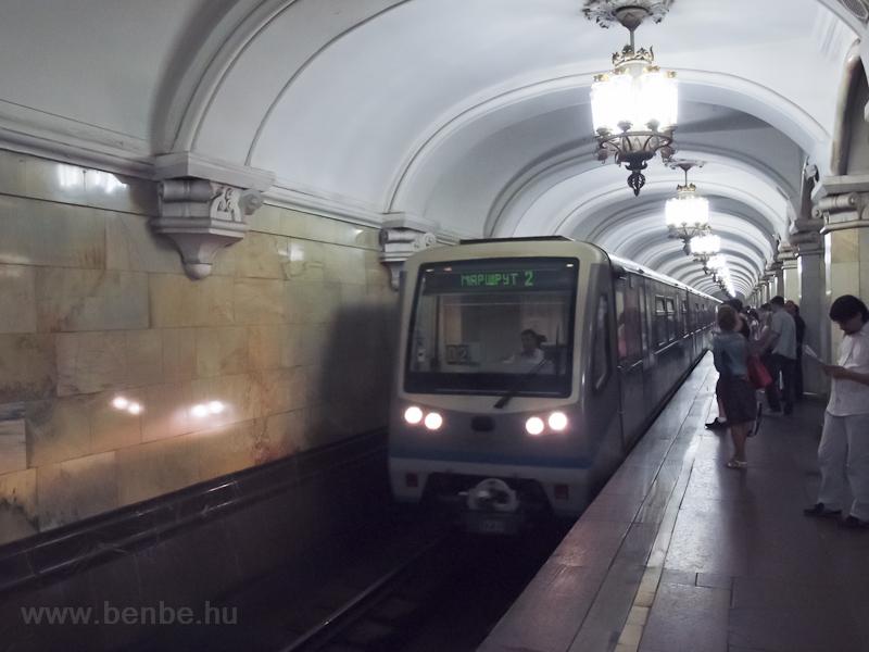 Komszomolszkaja, körvonali állomás (Kolcevaja línija) - 81-740  Ruszics  vonat fotó