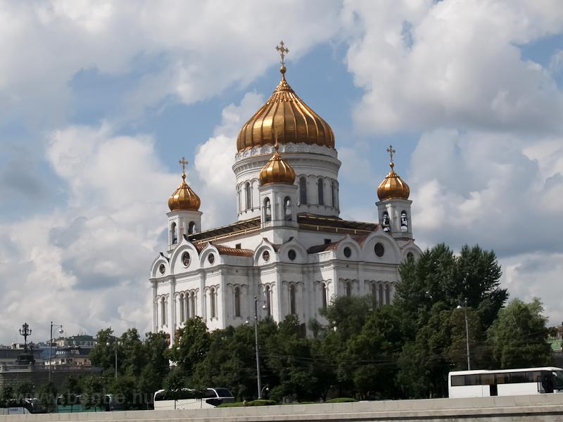 Hajókázás a Moszkva folyón - a Megváltó Krisztus székesegyház fotó