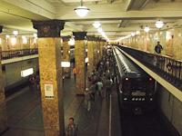 81-717 sorozatú metrószerelvény a Komszomolszkaján