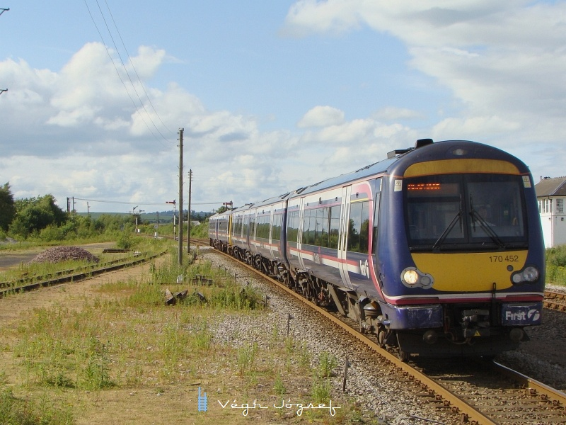 Invernessből Aberdeenbe közlekedő vonat érkezik Inverurie állomásra (170 452) fotó