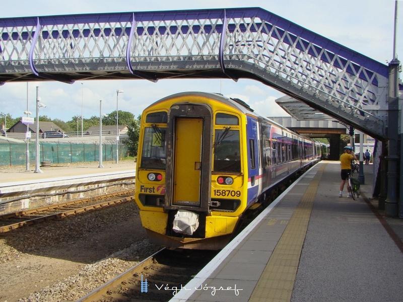 Invernessből Aberdeenbe közlekedő vonat Inverurie állomáson (158709) fotó