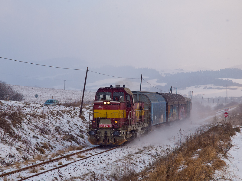 The ŽSSKC 731 053-5 seen between Plavnica (Palonca) and Hromoš (Kormos) photo