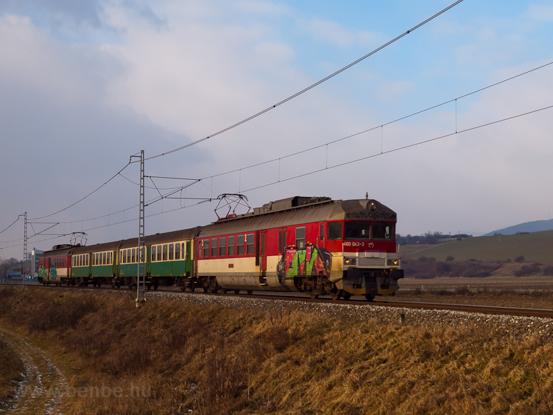 The ŽSSK 460 043-3 seen between Pécsújfalu (PeČovská Nová Ves) and Kisszeben (Sabinov) photo