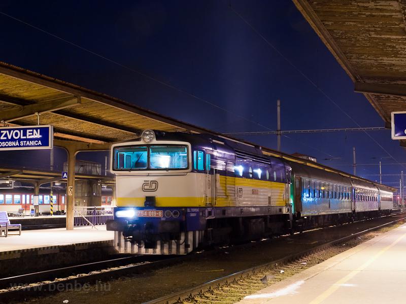 A ČD (České Dráhy) 754 019-8 Zólyom állomáson fotó